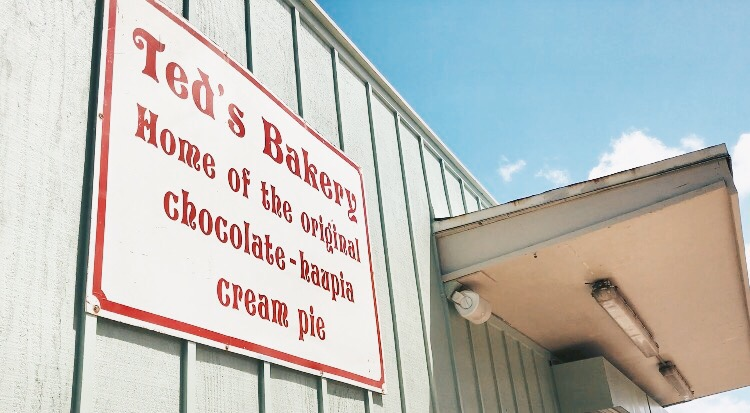 7b3f11a0 d3c1 4d27 854f 22bef9b09ac2 - Ted's Bakery - ノースショア発チョコレートハウピアクリームパイ
