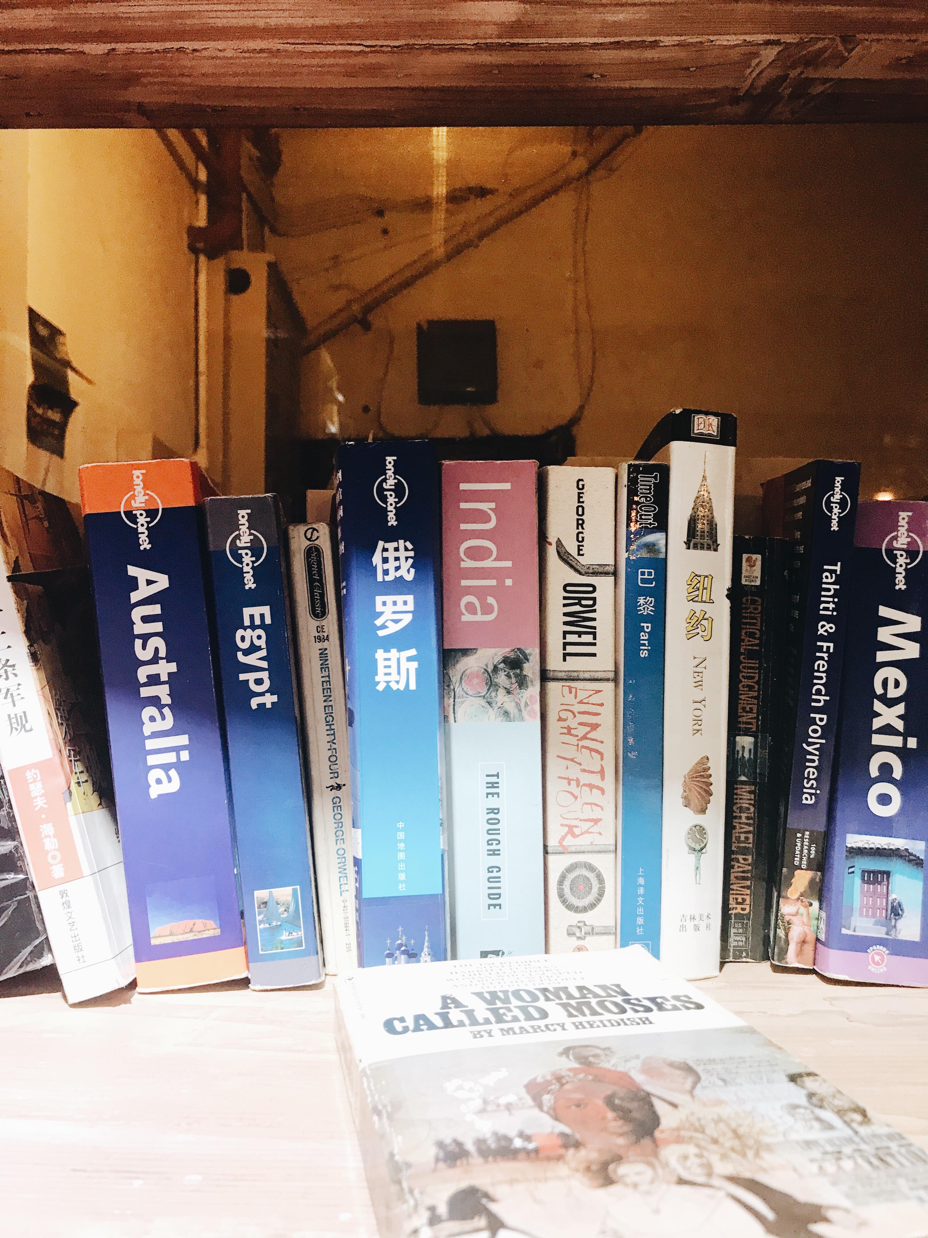 cb2b667d d509 460b 8015 b9ef2e7ad2f7 - 1984 BOOKSTORE - 扉の奥にある隠れ家ブックカフェ