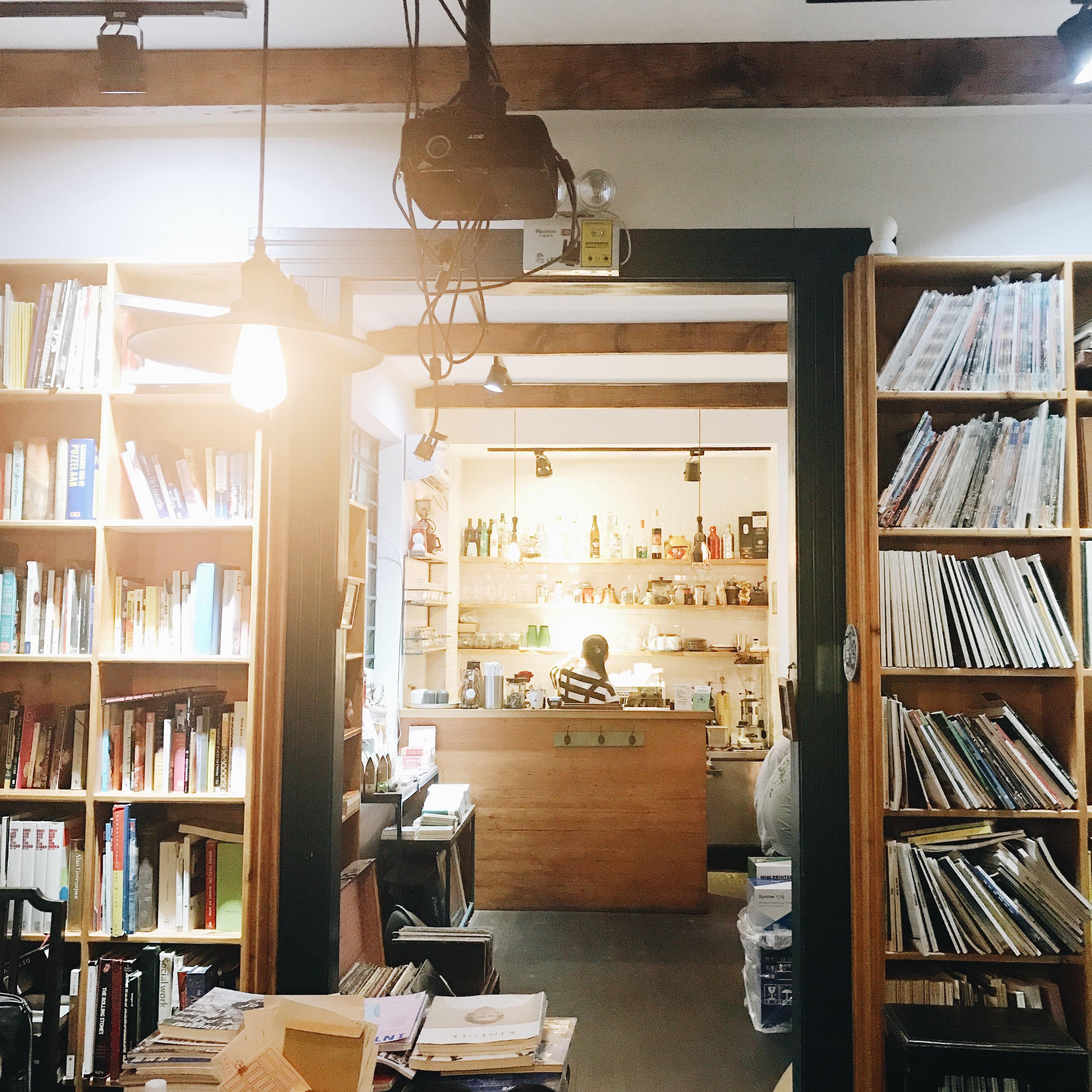 db57e52a 3270 4888 b9fb e559340c8911 - 1984 BOOKSTORE - 扉の奥にある隠れ家ブックカフェ